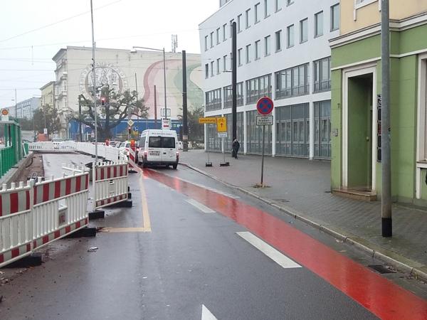 Standpunkt: Halberstädter Straße stadteinwärts, Fußweg auf der Ostseite