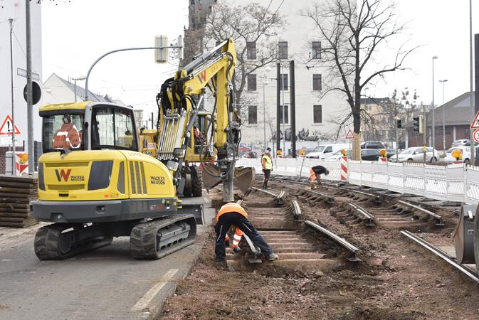 Bau des eingleisigen Abschnitts auf der Schönebecker Straße (Aufnahme 21.3.2019)