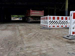 Gleisreste unter der Eisenbahnbrücke am Buckauer Bahnhof. (Aufnahme 25.7.2019)