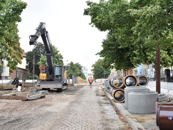Leitungsumverlegung in der Warschauer Straße. (Aufnahme 25.7.2019)