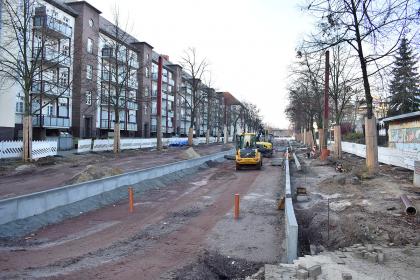 Bauarbeiten für die neue Straßenbahntrasse in der Warschauer Straße.