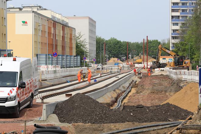 Auf der Westseite ist schon alles fertig – jetzt sind die Schienen und die Ostseite dran. (Aufnahme Mai 2020 von Peter Gercke)