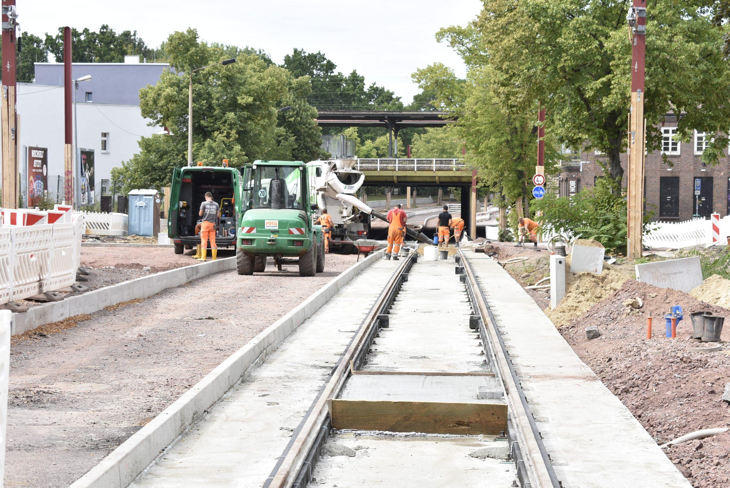 Gleisbauarbeiten vor dem Buckauer Bahnhof.
