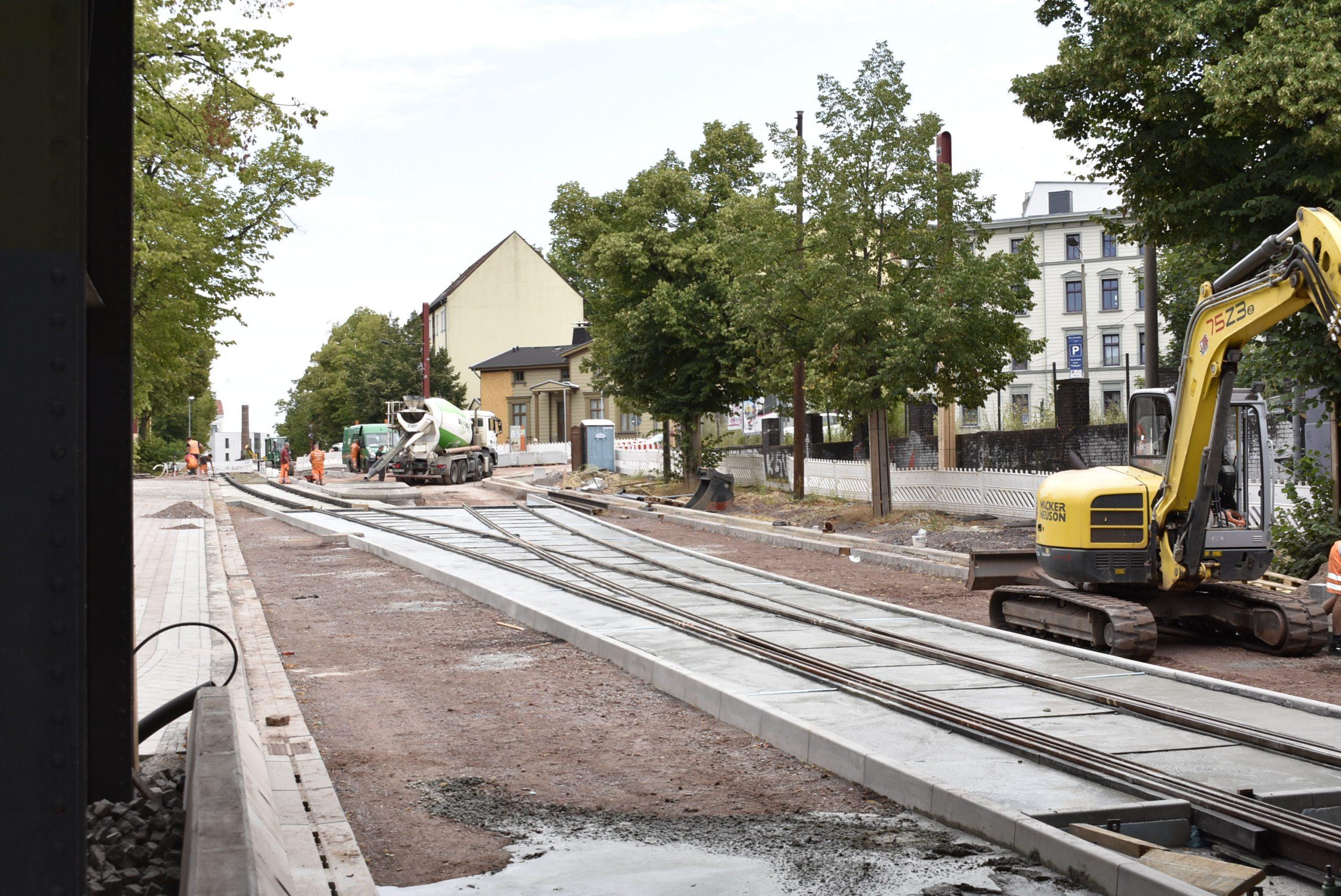 Gleisverschlingung vor der Eisenbahnbrücke