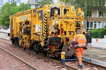 Gleisstopfmaschine im Kannenstieg