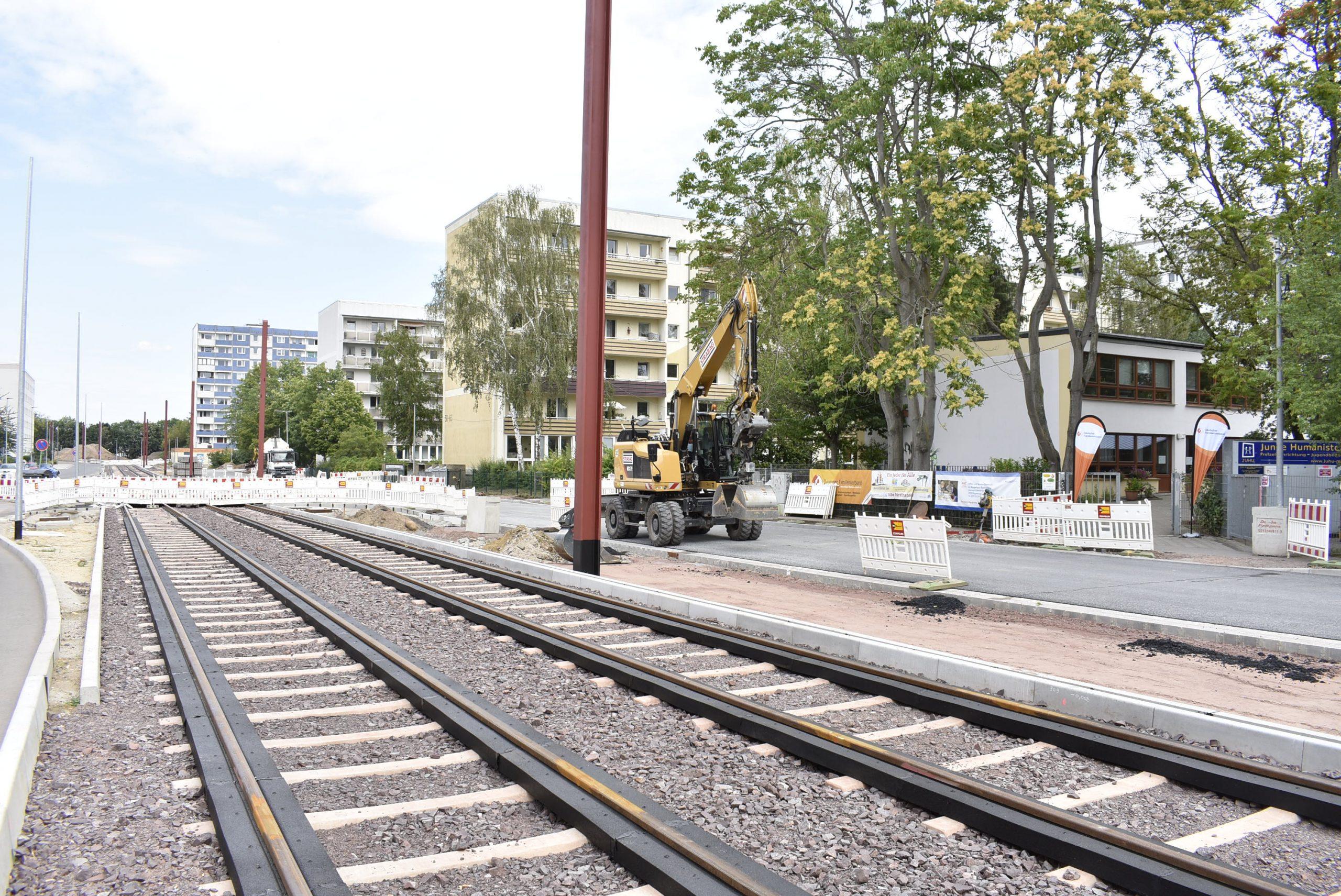 Neubau der Seitenfahrbahn.