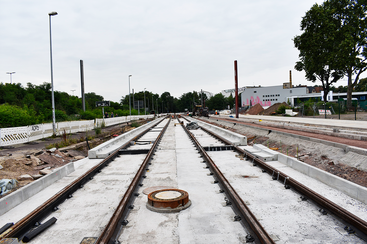 Neubau der Straßenbahnanlagen im Adelheidring.
