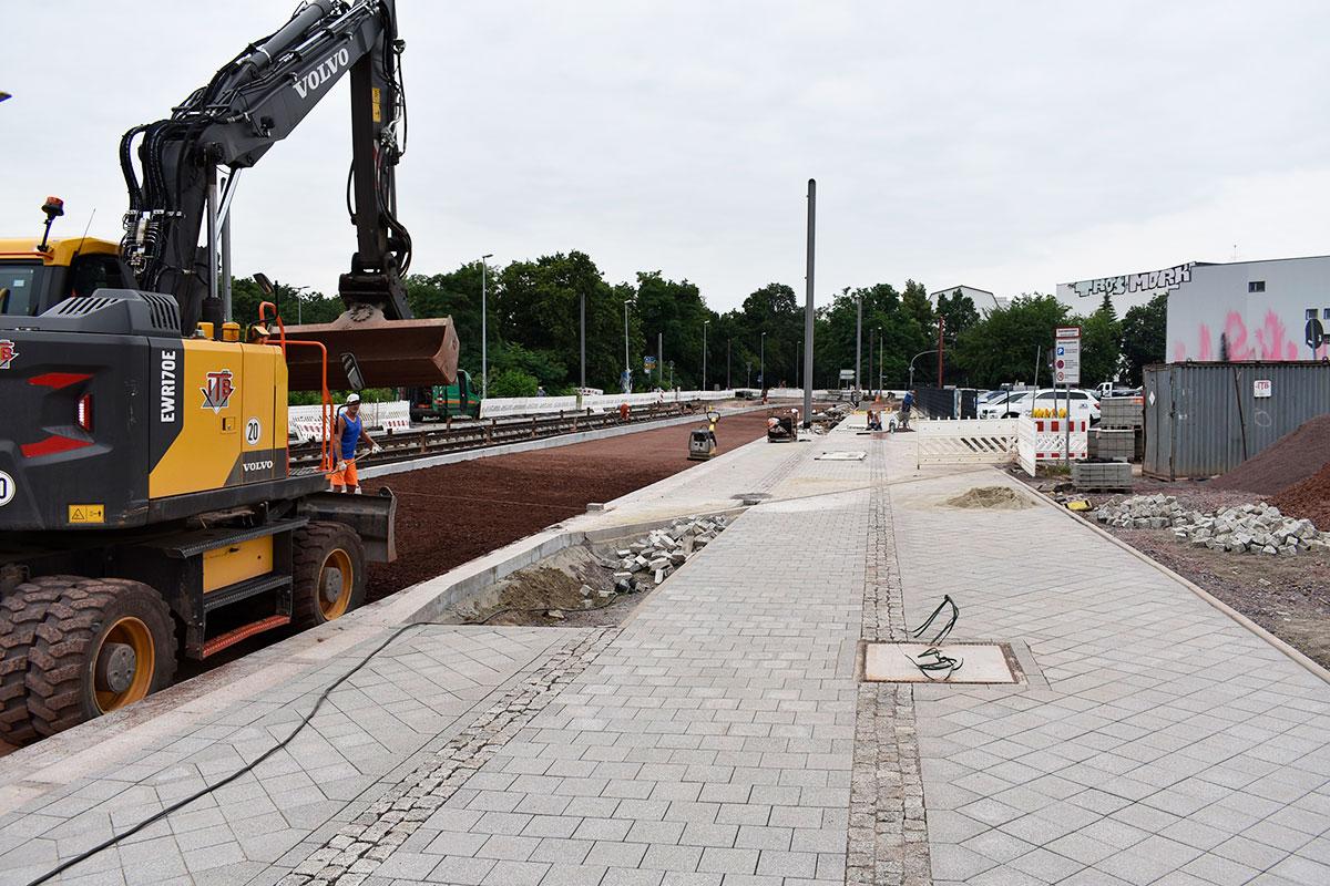 Neuer Fuß- und Radweg im Adelheidring im Entstehen.