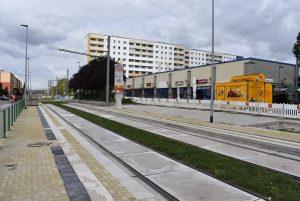 Haltestelle Hanns-Eisler-Platz mit eigenem Bahnsteig.